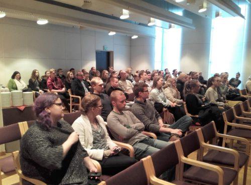 1.MetsäRekry houkuttelee joka vuosi alan opiskelijoita salin täyteen.  Kuva: Tiina Eklund